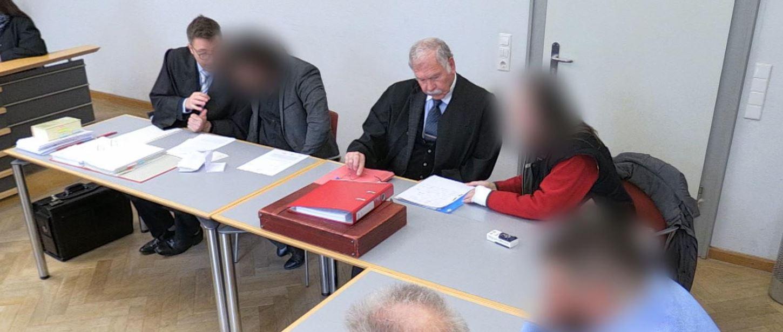 Quelle: https://www.br.de/nachrichten/bayern/von-wegen-lottogewinn-prozess-wegen-betrug-an-senioren,RHMkjst