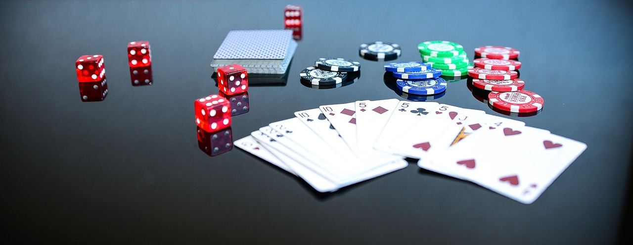 Quelle:  https://pixabay.com/de/photos/poker-game-spiel-spielen-1564042/