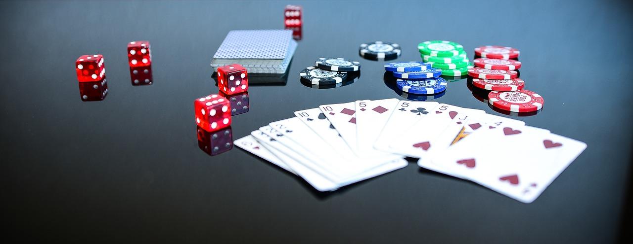 Quelle:  https://pixabay.com/de/photos/poker-game-spiel-spielen-1564042/