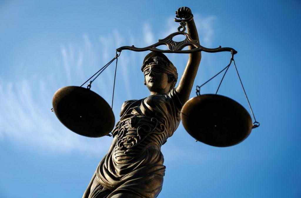 Quelle: https://www.schwarzwaelder-bote.de/inhalt.haiterbach-betrug-mann-zu-freiheitsstrafe-verurteilt.25f10a4d-00ab-4261-9fc4-281cce900df2.html