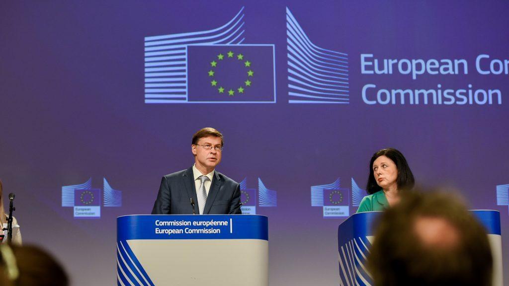 Quelle:   https://www.euractiv.de/section/finanzen-und-wirtschaft/news/die-eu-ist-nach-wie-vor-machtlos-gegen-geldwaesche/